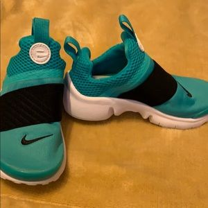 Nike Shoes - Girls Nike slide on  shoes